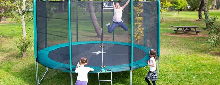 le trampoline un cadeau pour sauter de joie no l avec les trampolines jumpstar. Black Bedroom Furniture Sets. Home Design Ideas
